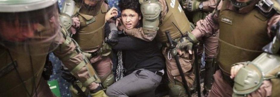 Represión y detención de menores en marcha por  el cese de violencia contra la niñez mapuche