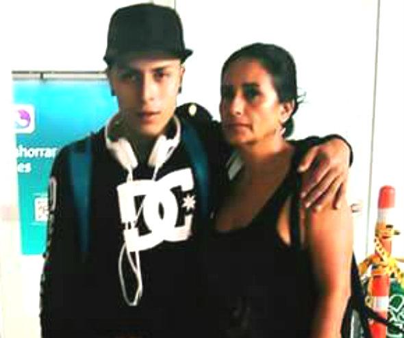 Carmenza y su hijo John. En las redes le escribió Hijo si fuera sabido que era el ultimo día que te iba a ver con vida no te habría dejador ir.