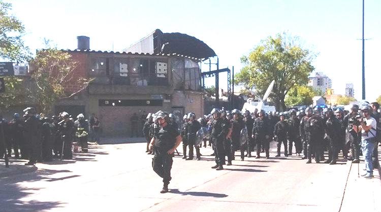 URGENTE: La policía se apresta a desalojar  en  AGR-Clarín con orden judicial