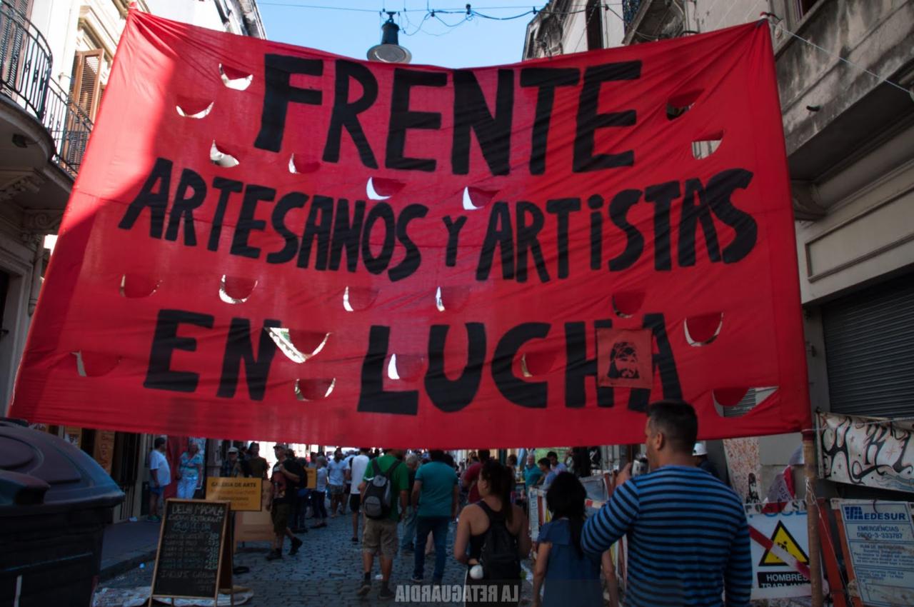 Reprimieron a los artesanos de la Feria de San Telmo