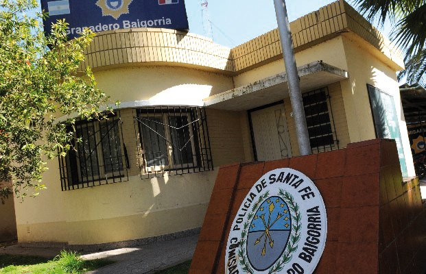 12 presos se cosieron el cuello a los barrotes