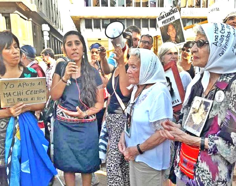 Reclamo por el Machi Celestino Córdova en la ronda de las Madres de Plaza de Mayo