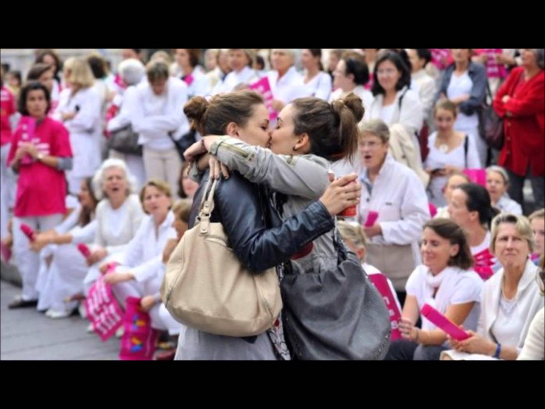 Córdoba: Dos chicas marcharon presas por besarse en una plaza
