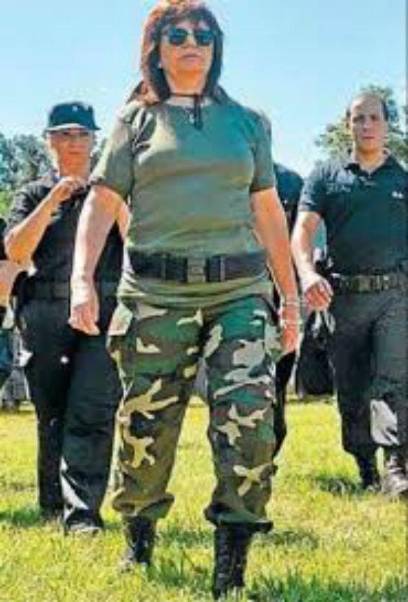 Cacería de Patricia Bullrich tras el atentado a la tumba del asesino de obreros, coronel Falcón,  explosivo en casa de Bonadío y