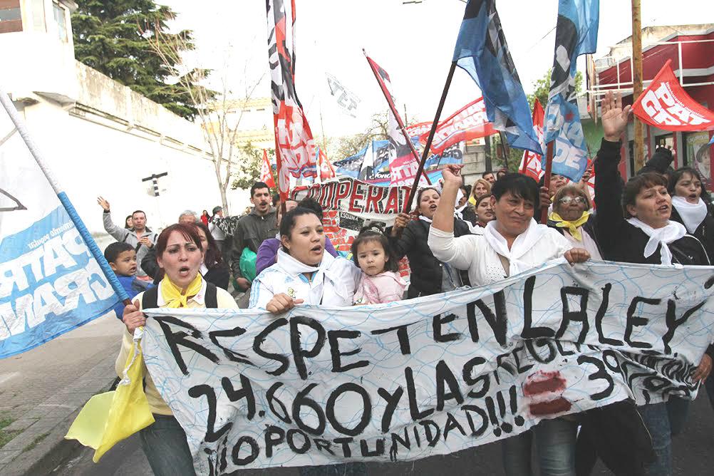 Movilización  al penal de Devoto: ¡No queremos más torturas/no queremos represión! / Queremos para nuestros pibes:/ Trabajo y Educación!