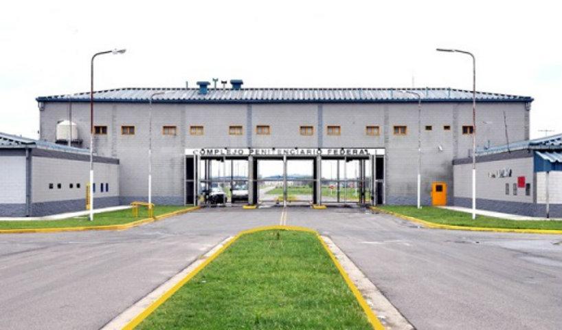 11 agentes del Servicio Penitenciario Federal marcharon presos por torturas a detenidos en Ezeiza