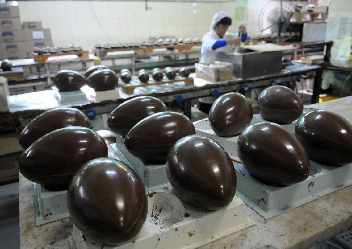 Pascuas: Venite a la Cooperativa Arrufat, fábrica de chocolates recuperada