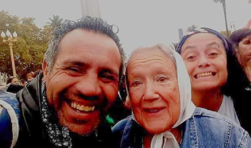 Libertad al artista Julio Báez, preso por realizar escultura de Santiago Maldonado