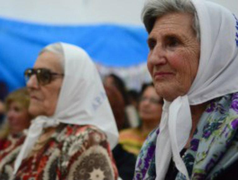 """""""Nuestra solidaridad con el pueblo mapuche y sus ancestrales reclamos"""""""