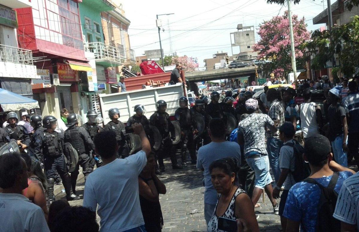 Balas de goma y palos a trabajadores manteros en Liniers