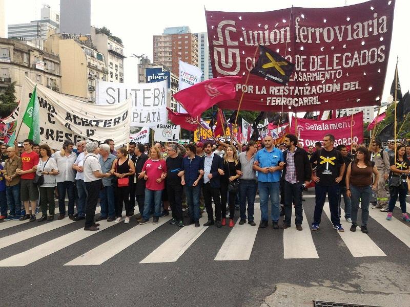 Miles marcharon a Plaza de Mayo contra el ajuste y la represión
