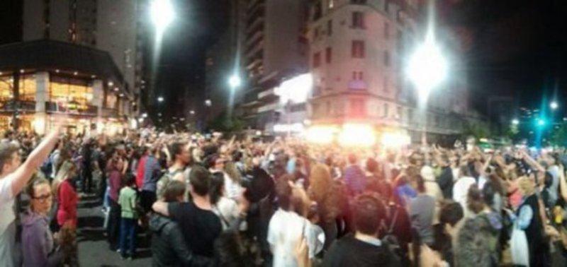 El pueblo marcha desde los barrios a la Plaza de Mayo y al Congreso tras la cacería