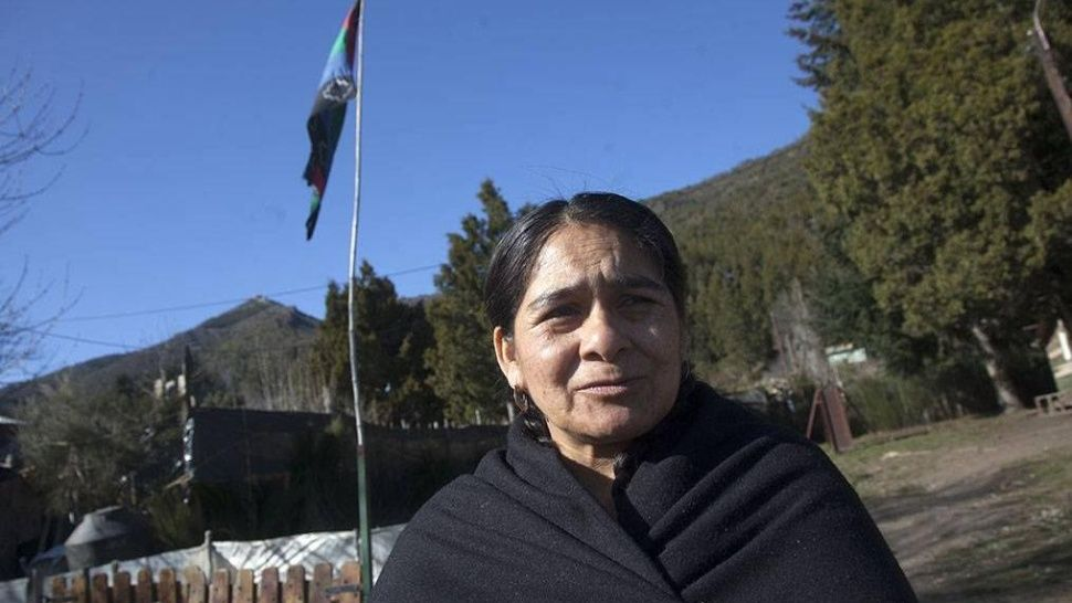 Bariloche:La policía entró a Lof Lafken Winkul Mapu disparando, la gente se está resguardando en los cerros
