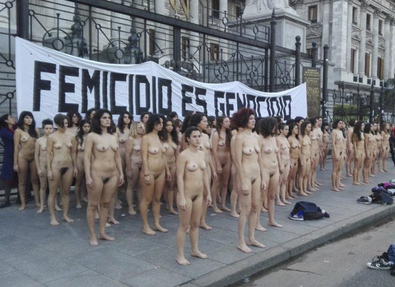 Desnudos de protesta en el Congreso, Tribunales y Casa Rosada contra la violencia hacia las mujeres