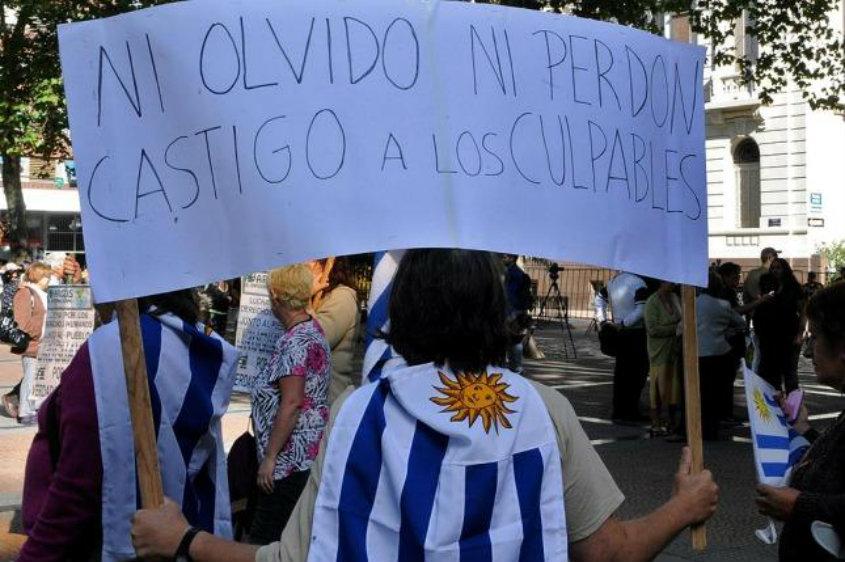 Acto de Uruguayos en la Argentina por los Derechos Humanos - Hotel Liberty, Corrientes 632, Caba - Sábado 20 de mayo,  18:30 horas.